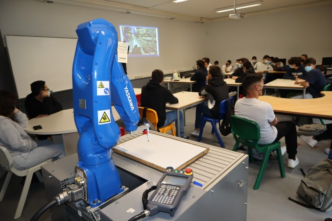 Roboplan realiza workshop sobre robótica na FORAVE